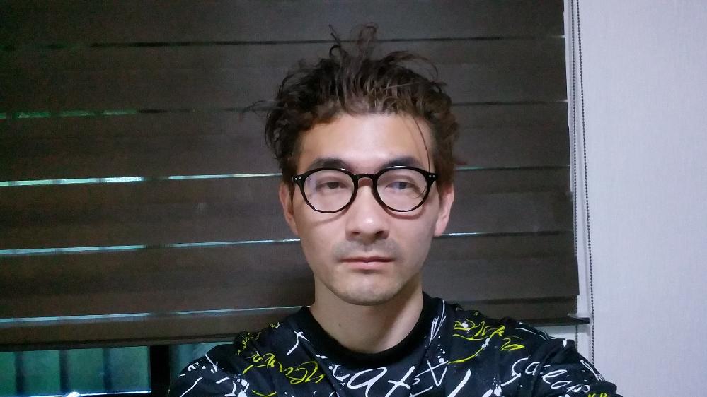 不細工だと思いますか? 普通ですか?イケメンですか? また昭和の顔?平成の顔。 どちらかというとどっちですか?