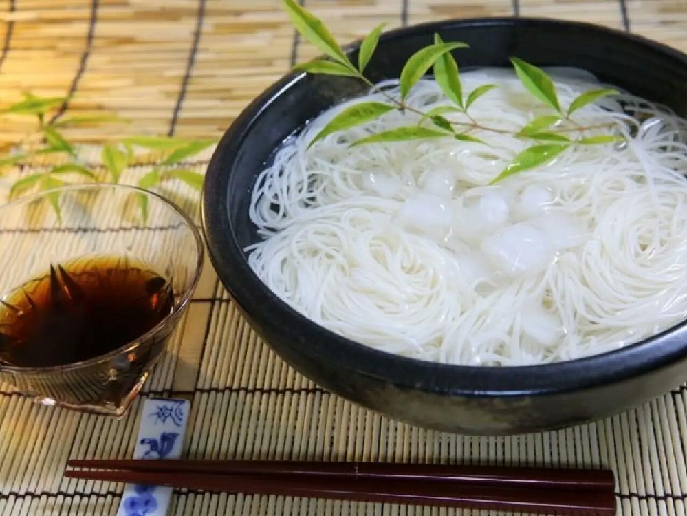 食卓のそうめん 水をきって盛って食べますか?