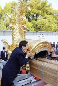 金メダルを噛んで醜態をさらした河村たかし名古屋市長、普段から噛みクセがあったようですね。 これを許して河村たかしを当選させた名古屋市民も後藤選手に謝罪すべきじゃないでしょうか?