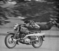 アナタのお父さんはなんのバイクに乗っていましたか。 ・・・・・・・・・・・・・・・・・・・・ すべての世代のバイク乗りの人に質問なのですか。 アナタのお父さんはバイクに乗っていましたか。 アナタのお父さんはなんのバイクに乗っていましたか。 ・・・・・・・・・・・・・・・・・・・・ 因みに僕の親父は昔のクルマの免許を取ったらオマケで自動二輪の免許が付いて来た時代の人でしたが。 ですがバイクには...