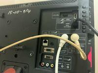 このテレビに地上デジタル/アナログ(VHF/UHF)入力の穴?ってありますか? DVDレコーダー繋げようとしてるんですがよくわかんなくて…