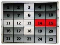 アタック25で進行不能になったらどうなるんですか? アタック25はクイズと(オセロ的な)パネルゲームのミックスルール対決です。 そのオセロ的なパネルゲームが強い解答者が4人集まり、その4人がクイズの正解がわかっているのにお見合い状態が何問も続けばどうなるんですか? 次に正解すると明らかに他の解答者が有利になるのではないかとわかっているならボタン押さないのが得策ですよね?  例として画像のよう...