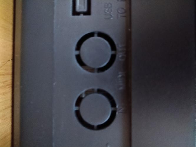 midi キーボードとパソコンをつなごうとしたら、midi キーボードのほうにささりません。 ささるものはどうやって探せばいいでしょうか。 playtech ptk100です。