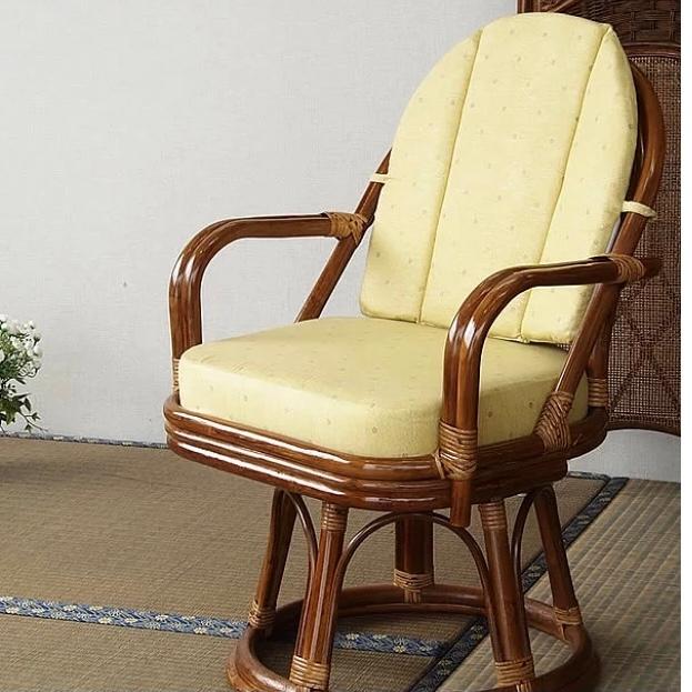 和室に合う座椅子(スツール)について質問です。 昔ながらの家にある画像のような座椅子が家にあるのですが、クッション部分、背もたれ部分共に外せません。 カバーがされているわけでもないので、とりあえ...