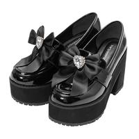 いわゆる量産型とよばれるお洋服が大好きで、今靴を買い替えようかと考えているのですがBUBBLESのダブルベルトローファーか夢展望のもの(写真のやつ)で悩んでいます。 どちらがおすすめでしょうか? また芋に見えないか、履き心地、壊れやすさなども教えていただきたいです;;