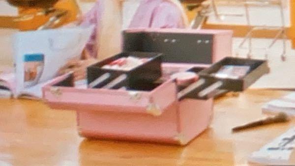 韓国ドラマで写ってたんですけど、このコスメボックスどこのメーカーか分かる人いませんか?