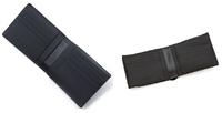 メゾンマルジェラ の財布について詳しい方見えましたら教えてください。 2つ折り財布 小銭入れ付きで 商品コード: S55UI0312 PS935 T8013 BLACK 【2019年モデル(写真 左)】  S35UI0436-PS935-T8013 BLACK 【2021年モデル(写真 右)】  上記2種類のモデルがあるのですが、写真で見た感じですと カード入れの形、コバのデザインが違うくら...