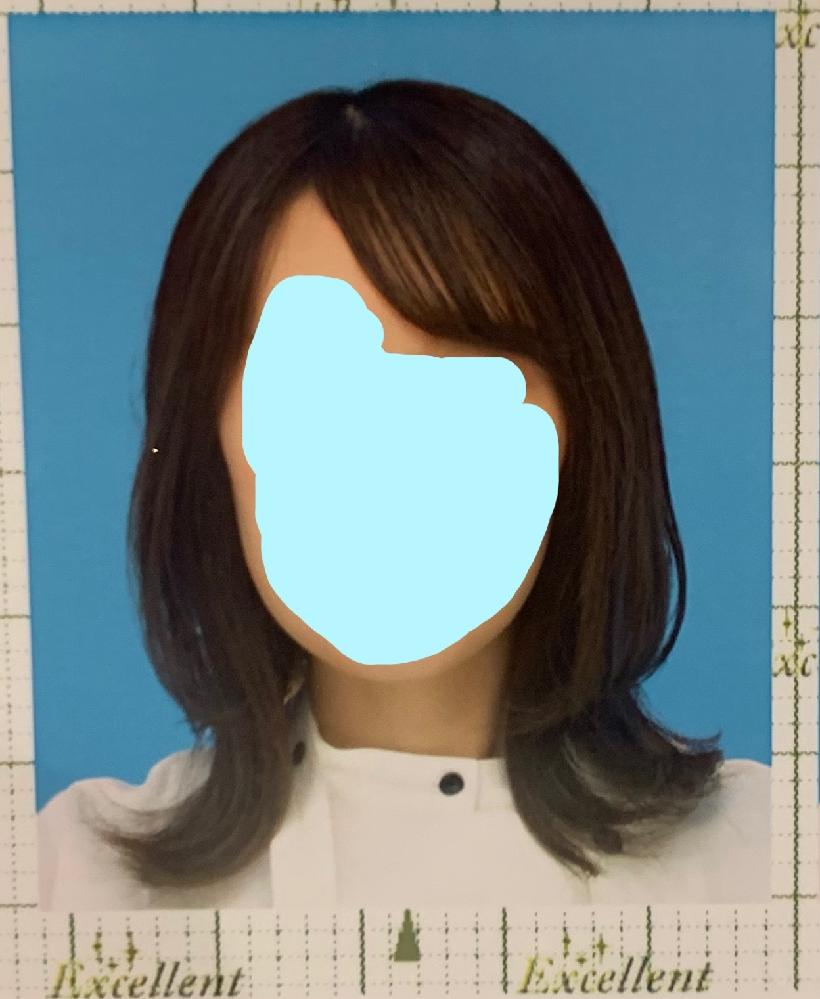 免許証更新時の持ち込み写真について(神奈川) 免許証の更新の際、写真の持ち込みが可能とのことで先程スピード写真機で撮影してきたのですが、この写真は上三分身のうちに入りますか?顔近すぎですよね…? 県警の写真についてのページを見てもなかなか判断が付かず…