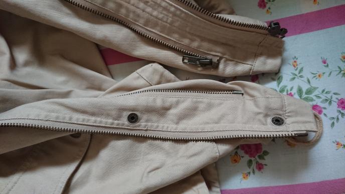 写真のコートですが、内側にも外側にもファスナーがあります。両方ともファスナーは開閉できるのですが、実際に着る場合、内側、外側両方のファスナーを閉めた方がいいですか?
