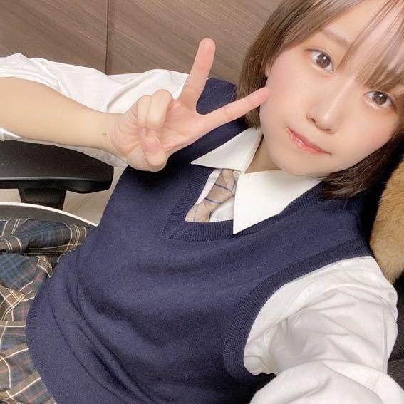 美人プロゲーマーのはつめさんのツイート画像です。 はつめさんが着てるこの制服ってどこの高校のなのでしょうか。 https://twitter.com/hatsumememe/status/143...