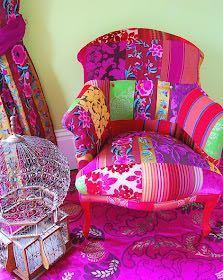 詳しい方教えてください。 関東で、このようなカラフルで素敵な家具が販売されているショップをご存知の方はいらっしゃいませんでしょうか??? 新品でも、中古、リサイクルでもかまいません。 ソファーでも、椅子でもなんでもかまいません。 家具屋だと…IKEAやニトリくらいしか知らないので… 中目とかに行けばオシャレな家具屋があるのでしょうか? (///ˊㅿˋ///)中目などなかなか行かないので… ご存知の方いらしたら、どうか教えて下さいm(._.)m
