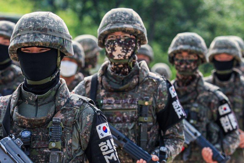 日本より大韓民国のほうが将来アメリカ合衆国から軍事的に独立する可能性が高いのでしょうか?