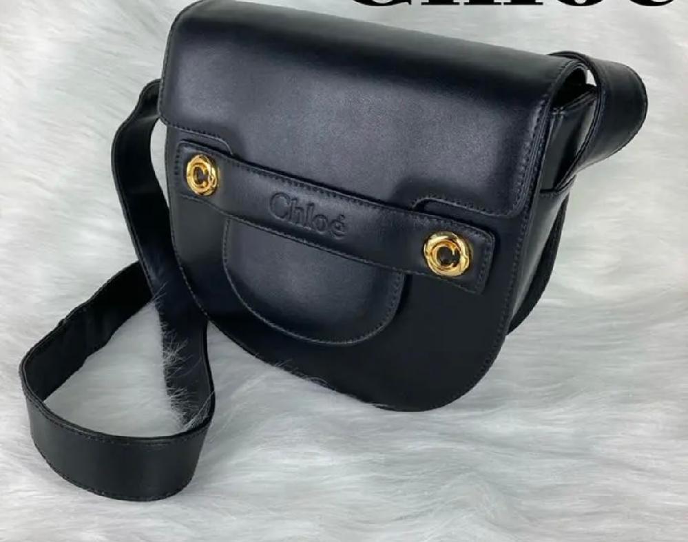 こちらのクロエのバッグの品番を教えてください。 実際の値段を知りたいのですがどうやって調べたらいいのかわからなくて…! ブランド バッグ