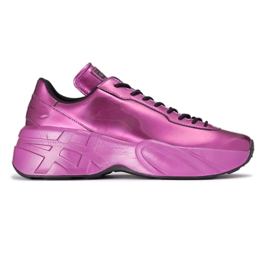 オニツカタイガーのスニーカーのサイズについて 普段はSサイズか22.5のパンプスを履いております。 中敷を2~3枚敷くことでなんとか23の靴が履けることから、オンラインで22.5のサイズで購入し...