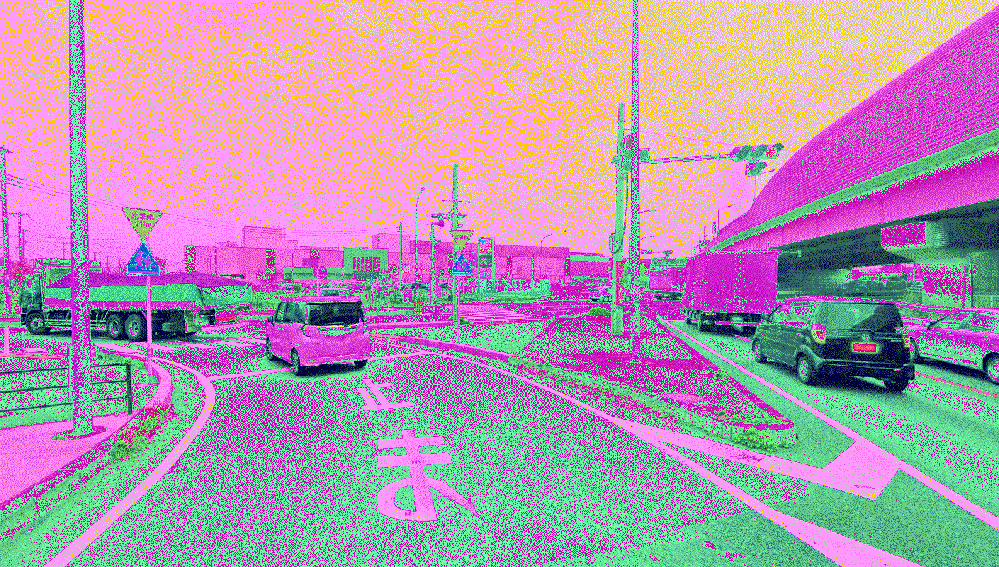 三郷IC出口(西) 浦和方面から三郷イケアに行くとき、 三郷IC出口(西)で降りますが、すぐに左折します。 この左折って、直線用の信号機に従うべきなのでしょうか。 それとも信号がない交差点なの...