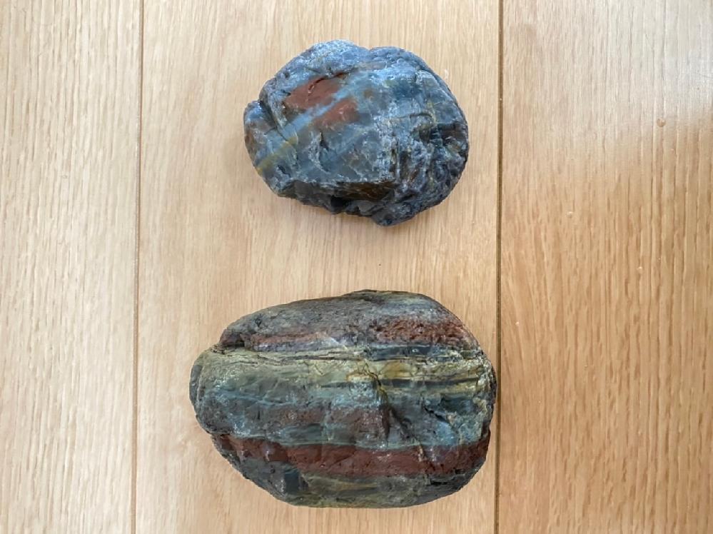 石の名前が知りたいです。 分かる方いましたらお願いします。 愛知県の川で拾いました。