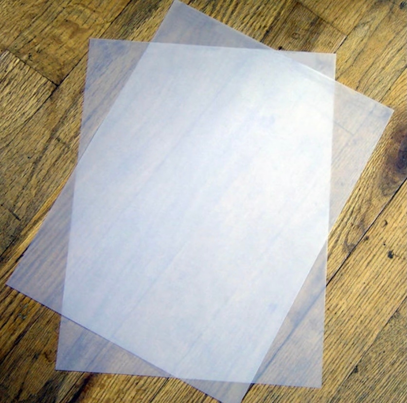 下の写真にある透明のプラスチック性の紙? ってなんと言う種類ですか? ちなみにコピー用の紙です。
