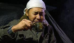 キャンプ生活 YouTube ヒロシ or 西村さん 貴方ならどちらが良いですか? ヒロシさんのキャンプ生活は緻密で細かくやっているのに対して西村さんは大雑多にやっておられます。どちらも良いと思うのですが私は西村派かなと思います。 直火の後始末なんて西村に出来そうもないです。 どちらもそれなりに魅力のあるキャンプ生活に癒されます。