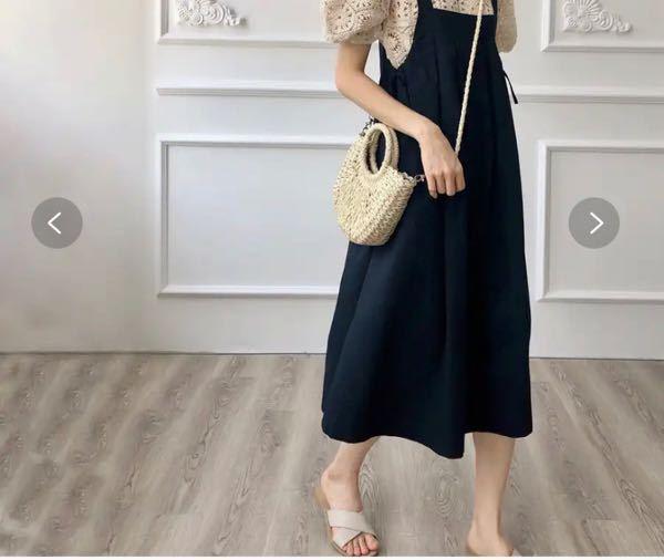 この服を着ると妊婦さんみたいな格好になってちょっと恥ずかしいです なので細いベルトでしめてもこの服と合いますか? 中は白い服を着ようとしています