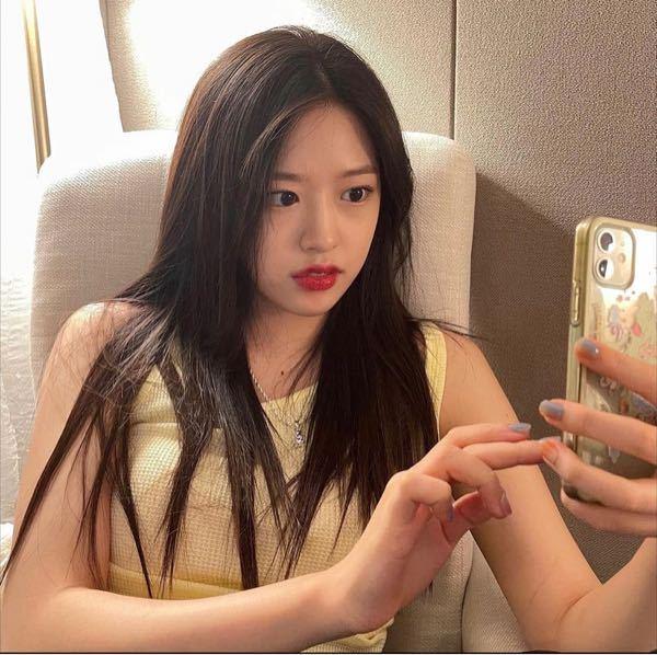 ユジンちゃんのこのiPhoneケース何か分かる人いたら教えてください!