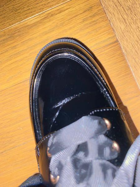 靴履いた時に表面に線なのか跡があって、 どうすればなおりますか?