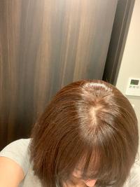 助けてください(T ^ T) 自分で白髪染めをしたら失敗してしまいました。 赤茶色で根元のみ強く色がついています。 1番赤茶色をさせていたのですが(;_;) 自分で色むら、ベージュ系に戻す方法はありませんか? 宜しくお願いします。
