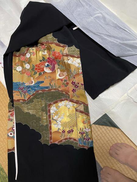 この黒留袖は30歳では地味ですか? 娘が嫁ぎ先の妹の結婚式に着るのには地味でしょうか。 呉服屋さんに聞くと もちろん黒留袖という方と 今は一つ紋の色留袖と言う方、まちまちで どうしようかとも考えています。