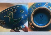 こちらのお茶碗、亡くなった母のお気に入りだったのですが、揃いが割れてしまって…  もし手に入るようでしたら、探したいのですが、どちらのどのようなものかお分かりになる方がいましたらご教示ください。