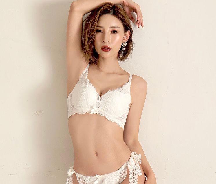 このモデルさんの名前わかる方いらっしゃいますか。