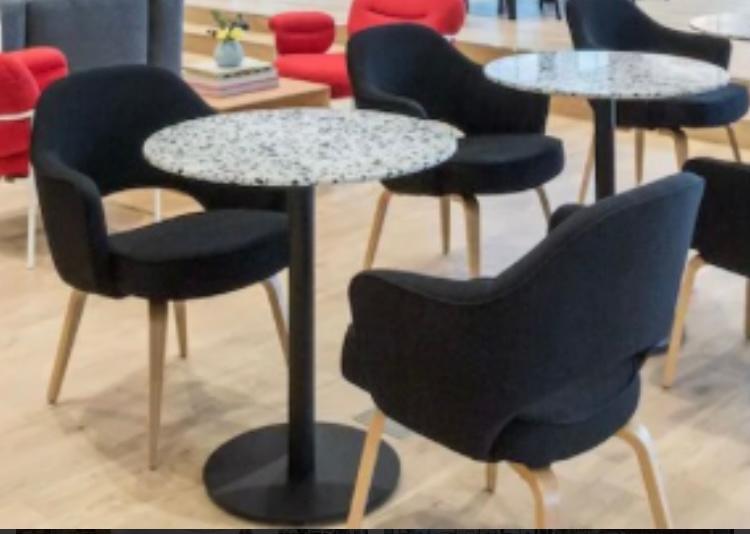こちらの椅子はどこで売っているか教えてください。 もしくは似てる商品でもOKです。