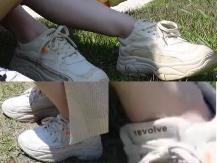 華金カップルのりこちゃんが履いている韓国で買ったこちらのスニーカーどちらのものかわかる方教えていただきたいです( ; ; ) 宜しくお願い致します。
