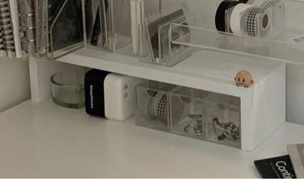 これと同じ形の机の端ら辺における白い棚?てありますか?ウォールシェルフかと思い、色々探してみましたがこの形が全然出てこなくて…。分かる人居たらURLでもなんでも教えてほしいです(TT)