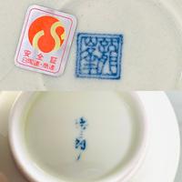 陶器の食器に詳しい方に見ていただきたいです。  家に陶器のお椀とお皿がありまして、それぞれ裏に名前が書かれているのですが、読めなくて困っています。 お分かりになる方がいらっしゃったら、教えて頂きたいです。 何卒よろしくお願い致します。
