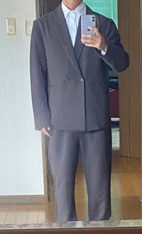 内定式私服と連絡来たのですがこの格好大丈夫ですか? 改善店などあればおしえてください。 因みにダブルジャケットとパンツはチャコールのセットアップです。