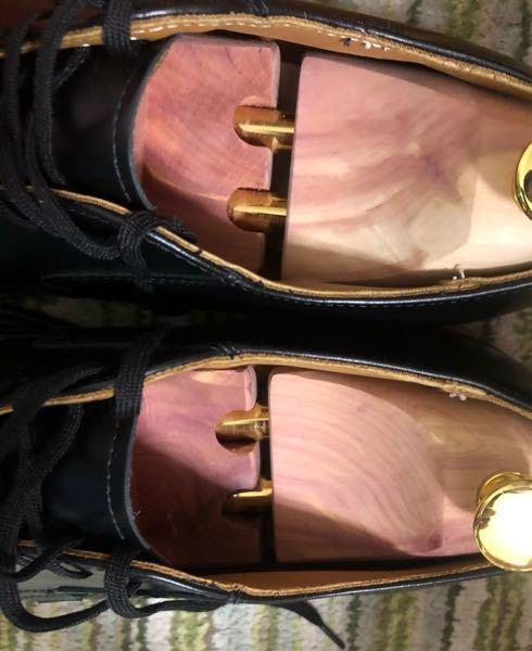 Amazonでシューキーパーを買ったのですが、これはキツキツすぎますか?26センチの革靴で、シューキーパーのSサイズが24.5〜26cm、Mサイズが26cm〜29cmで、Sだと小さいし、Mだと大きくて、丁度いいのがありません。こ れだとテンションかけすぎですか?