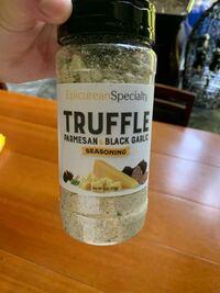 トリュフの入った塩(?)みたいなのを買いました。肉焼いて付けたら超美味かっです。これでなにか料理作るとしたら何作ります?塩です