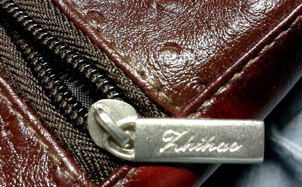 ポシェットのような小さなバッグのブランド名を教えてください。