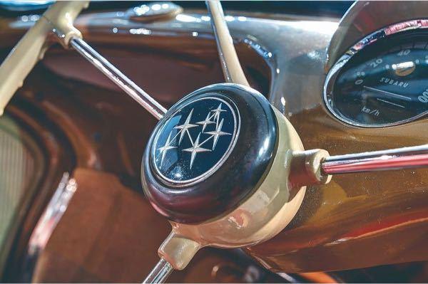 質問です! この画像スバル車でどのモデルかわかる方いますか? かっこよすぎて気になります。 よろしくお願いします。