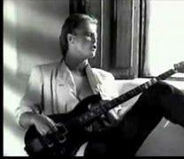 【80年代の香り】モノクロームな映像 (^^♪ 当時の楽曲MVであなたのお好きな終始モノクロームなものを教えてください。 Mr. Mister - Broken Wings (1985年) https://www.youtube.com/watch?v=nKhN1t_7PEY