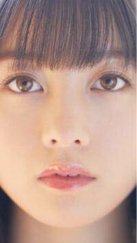 橋本環奈さん風のメイクをしたい為、環奈さんの顔のパーツの特徴を詳しく教えてください。 答えられる範囲で細かく回答お願い出来ればと思います!  輪郭→形  目→形、二重の特徴、まつげ  鼻→長さ、形、大きさ  眉毛→形  口→大きさ、形  中顔面→長さ  環奈さんは世間一般的に垂れ目と言った印象が強いように思われますが、何目に皆さんは見えますか? 私は垂れ目には見えないのですが…