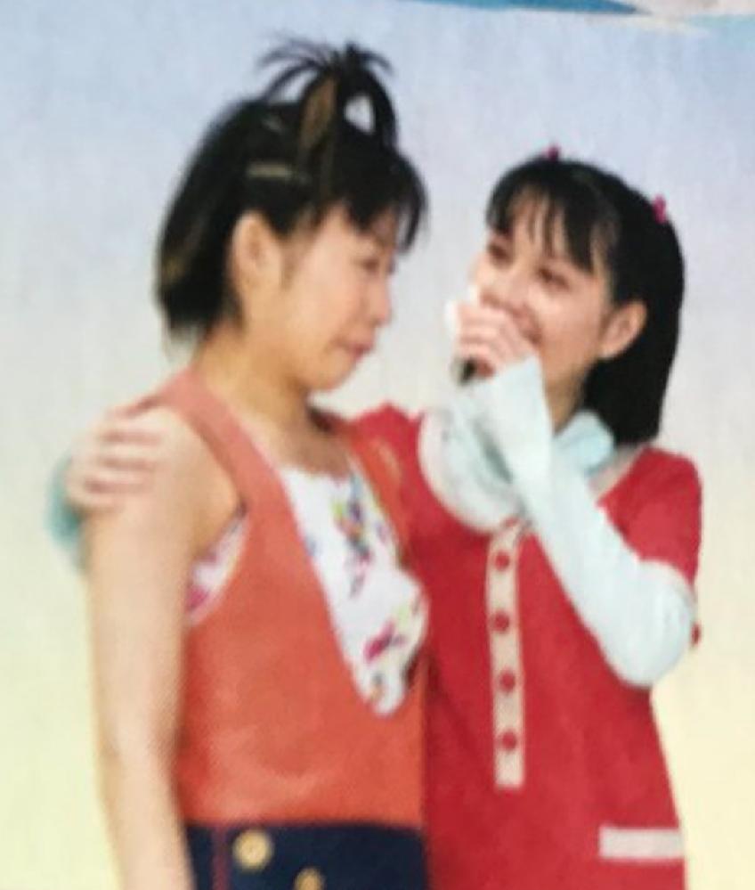 しょうこお姉さんがおかあさんといっしょを卒業する時の写真を見つけました。 しょうこお姉さんとまゆお姉さんは泣いているのでしょうか。