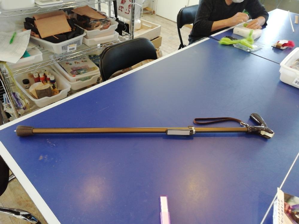 こちらの万能杖を オーダーメイドで 作る会社を探してます 画像の杖は値段が 高かった商品と 聞いてます。 通年通して使える物で 手元のスイッチ?を 押すと冬用の針?みたいな 物が出てきて スイッ...