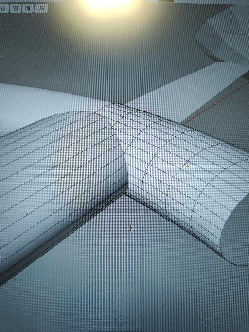 Blenderについて このような2つの別のオブジェクトの境界線をなめらかにする方法はありますか? オブジェクトが別なのでベベルがかけられなくて困っています