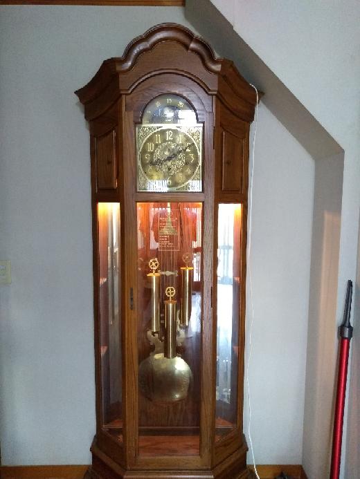説明書ある方いませんか?! アメリカ製?!ハルミトンハウスのホールクロックです。 鐘が九時なのに11回なります。修正したいのですが、説明書がありません。 宜しくお願いします。