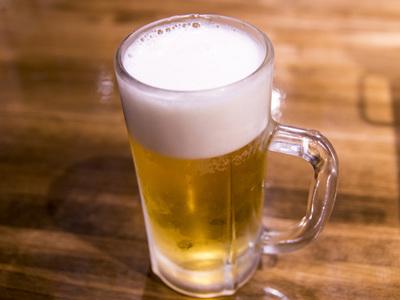こんにちは 皆さんは 居酒屋に行ったら 「とりあえずビール!!」ですか??