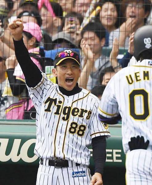 阪神ファンのおじさんがグラウンドに乱入してますがいいんですか?