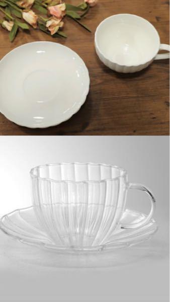 【急募】 寒くなってきましたね( ; ; ) なのでティーポットとティーカップを買おうと考えてて、ティーポットは透明なかわいいかわいいものに決めてるけど、ティーカップで少し迷っています。 同じように透明のも ので揃えたほうが良いのでしょうか?でも白のものもなかなか可愛くて、。 お写真も載せますので良かったら貴方の意見をください。 (ちなみに写真の下のティーカップはティーポットと同じ会社のものです)