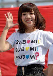 男性に質問。 この画像は福田麻貴さんが3時のヒロイン結成前に吉本興業グループ所属の女性アイドルユニット『つぼみ大革命』に在籍していた時の画像ですが、この画像の福田さんは可愛いと思いますか?