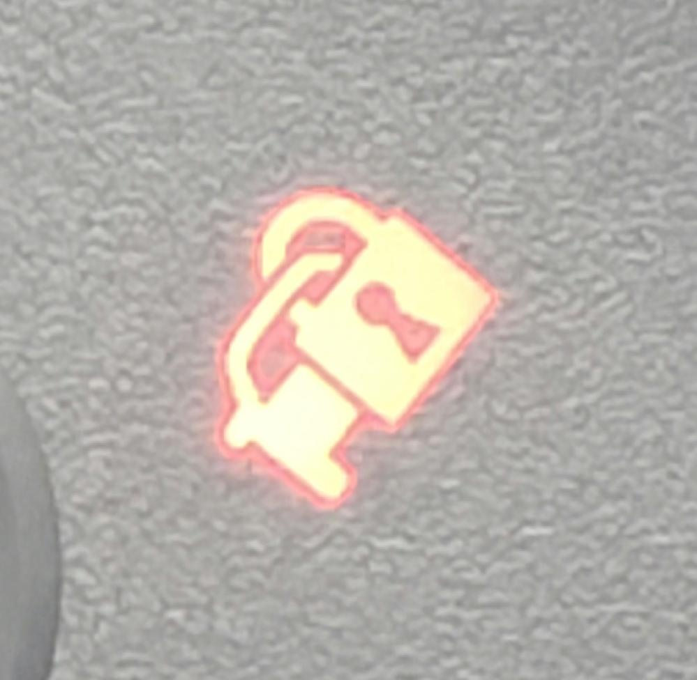 自動車のエンジン停止後、このマークが赤く点滅しますが何故ですか? トヨタのカローラのエンジン回転数メーターの横にこのマークが表示されます。