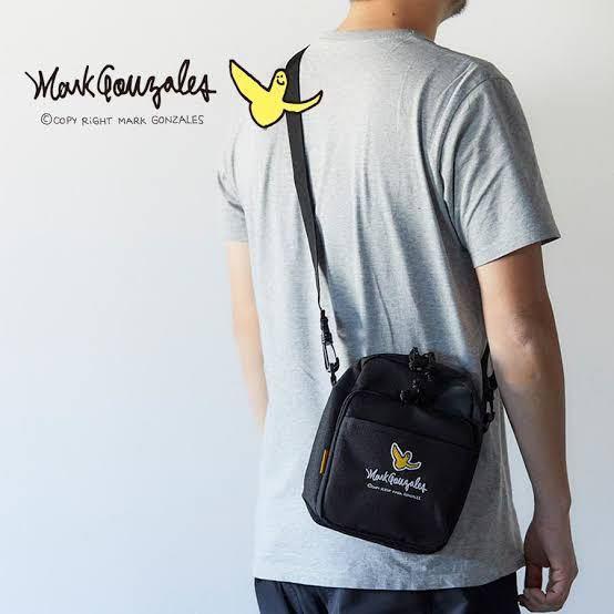 大学生男です。 マークゴンザレスの このバッグはダサいですか? 遊びに行くときに使う感じです。